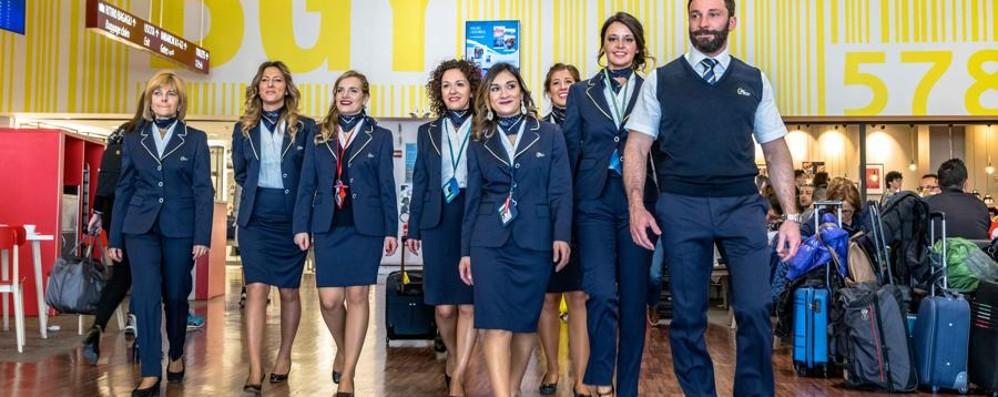 Orio, un giorno da modelli per il personale Presentate le divise in aeroporto