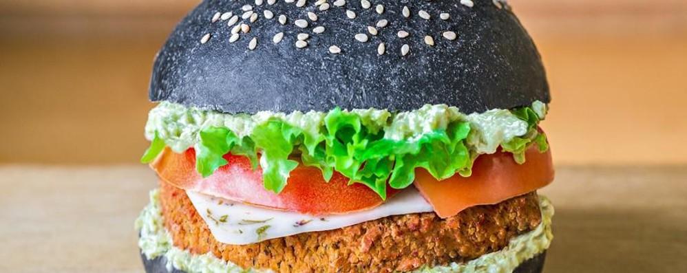 Tofungo,Flower Burger e Cheesy Cecio Hamburger vegani all'insegna del colore