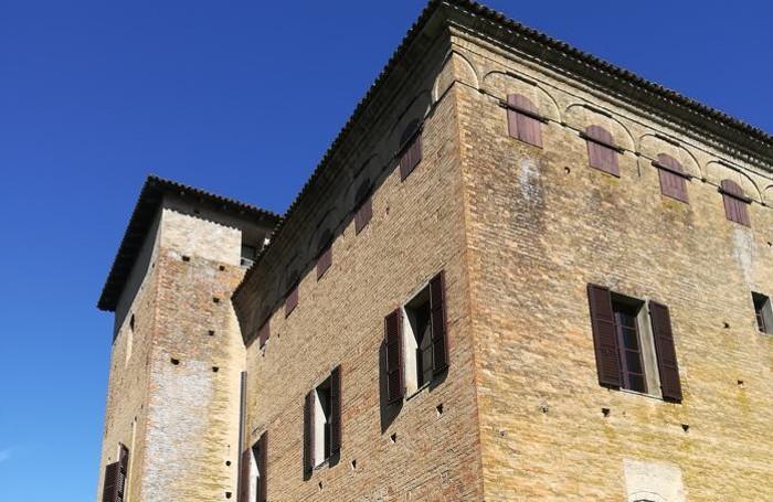Un saluto da Alex di Calcinate in  gita San Pietro in Cerro per visita al castello