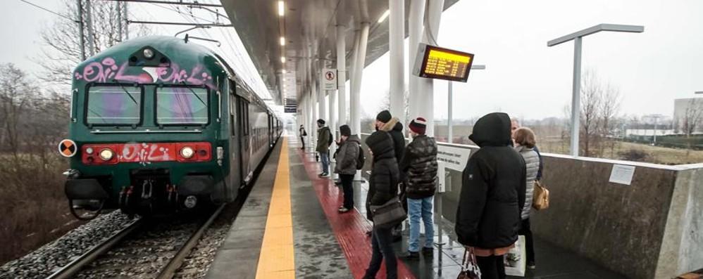 «Da martedì treni puntuali» Il pesce d'aprile dei pendolari