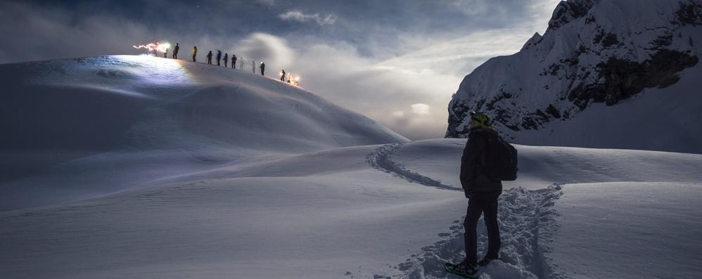 Le incredibili foto delle Orobie con la luna Atmosfera magica al rifugio Albani
