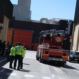 Sbalzati a terra investiti dall'esplosione Così sono morti i due operai a Treviglio