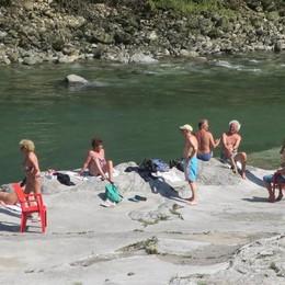 Caldo record anche in Bergamasca Primi bagnanti sul fiume Serio