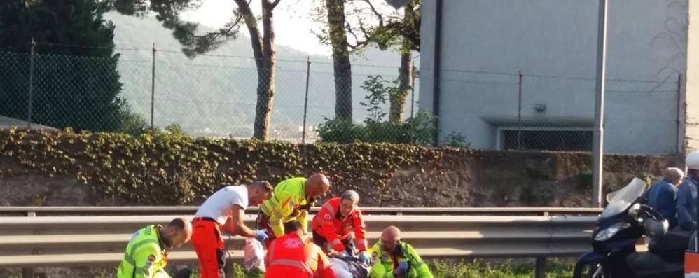Schianto in moto a Sarnico: ferito 60enne Lo scontro con un'auto in corso Europa