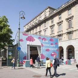 Laboratori per i bimbi e grandi autori Libreria a cielo aperto sul Sentierone
