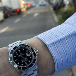 Ladra di Rolex ancora in azione Il terzo colpo in una settimana