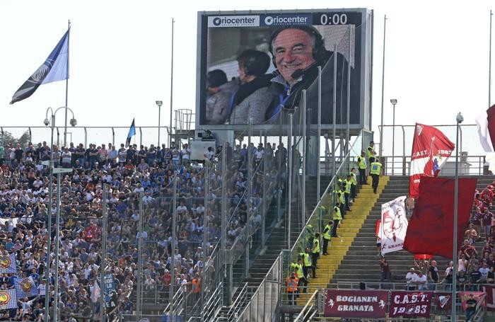 Tribute to Emiliano Mondonico during the Italian Serie A soccer match Atalanta vs Torino at Stadio Atleti Azzurri d'Italia in Bergamo, Italy, 22 April 2018. ANSA/PAOLO MAGNI