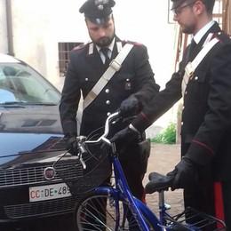 Ruba la bici a un'anziana fuori dalla chiesa Disavventura a lieto fine a Verdellino