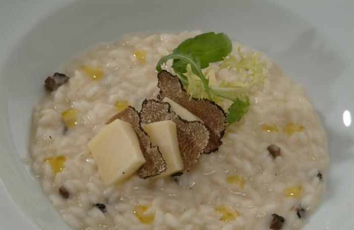 Il risotto con tartufo nero e taleggio preparato da Foglieni