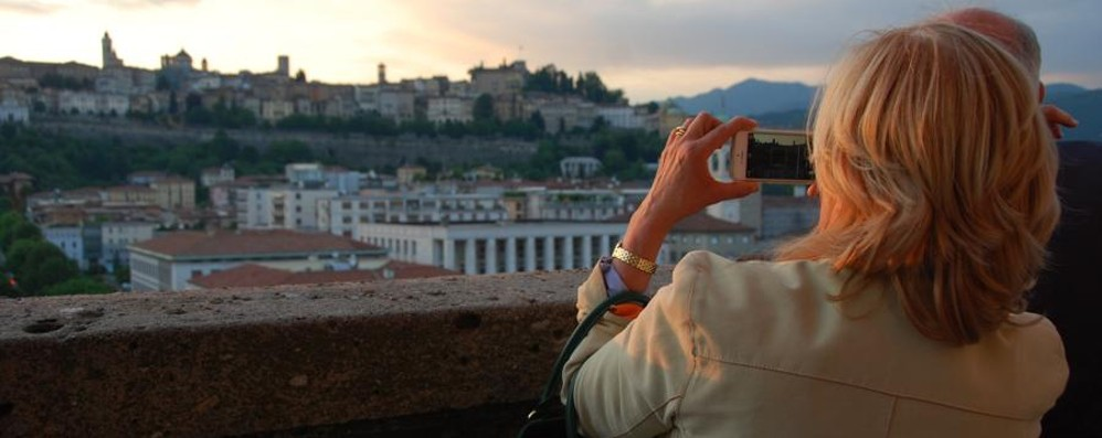 Torre dei Caduti, si sale gratis il 25 aprile E fuori Bergamo gite tra borghi e castelli