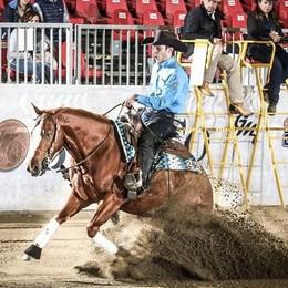 Ecco il cow boy di Villa di Serio Ambrosini  conquista l'Europa a cavallo