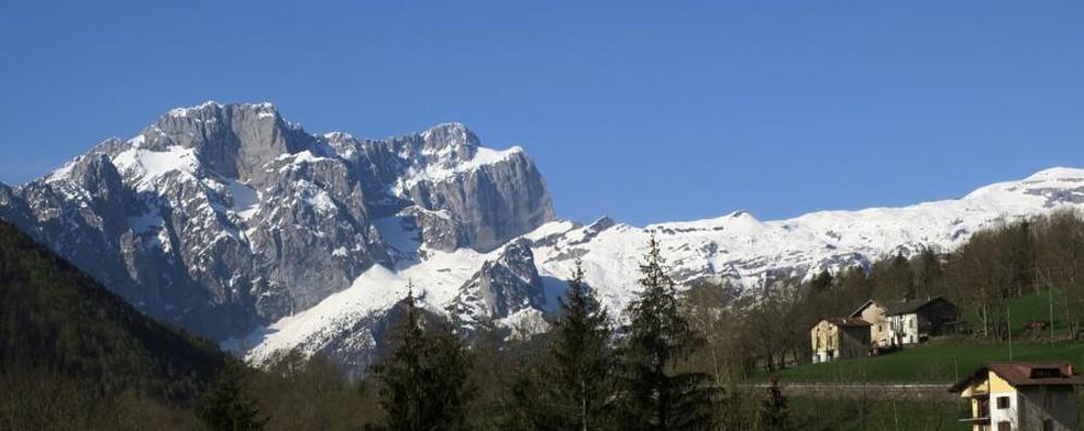 Godiamoci i «ponti» tra sole e temporali E sui monti si vede ancora la neve