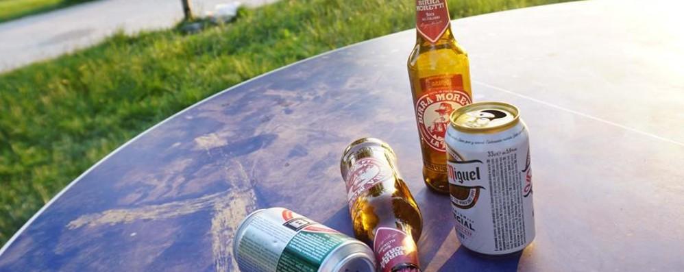 Tutto esaurito nei parchi di Bergamo Ignorata l'ordinanza anti alcolici