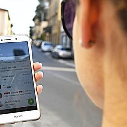 WhatsApp vietato agli under 16 I giovani bergamaschi: «Incredibile»