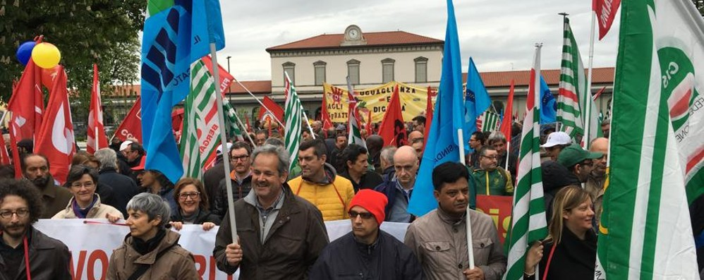 «La priorità: a casa vivo dopo il lavoro» 1° maggio, a Bergamo il corteo regionale