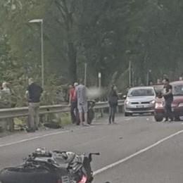 Lecco, rientrava da una giornata al lago Schianto in moto per un 28enne: è grave