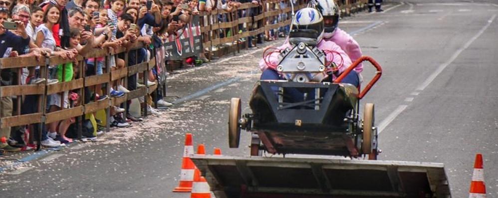 L'allegra folla del Soap Box Rally Le foto della gara e i vincitori