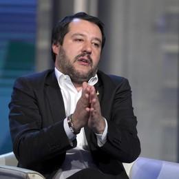 Salvini guida i dem sul Titanic