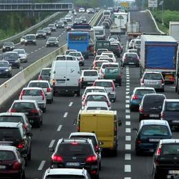 A4, traffico e code verso Bergamo Partenze per il ponte e ressa per Leolandia