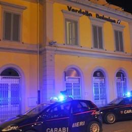Minacciano e tentano rapina col coltello Lo fanno davanti ai carabinieri, arrestati