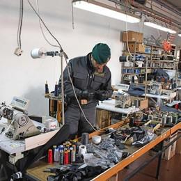Blitz in laboratorio cinese a Fontanella Scoperti 14 lavoratori in nero
