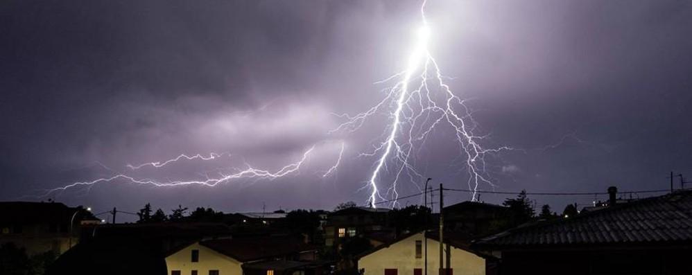 La foto del fulmine è perfetta Martinengo, temporale spettacolare