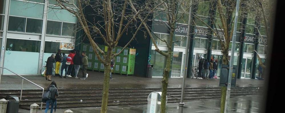Spaccio nella zona della stazione La Polizia locale arresta un 19enne