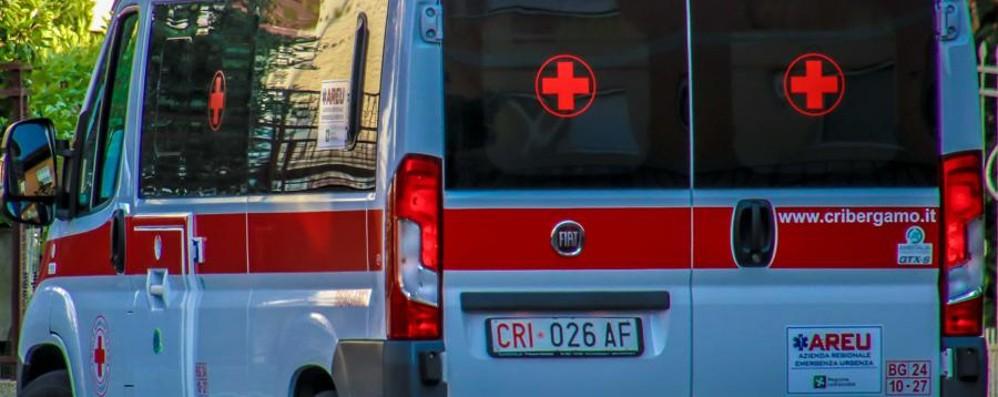 Pontida, auto contro moto Grave incidente, 30enne in ospedale