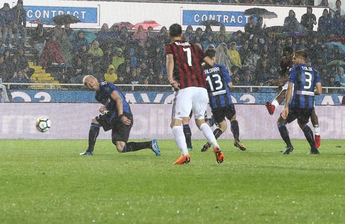 Milan's midfielder Franck Kessie