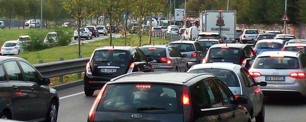 Attenzione alla pioggia: strade bagnate Code in autostrada e rallentamenti