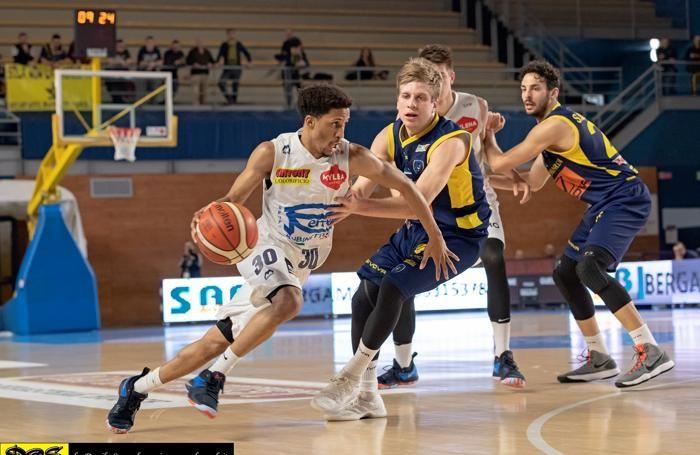 Basket serie A2 maschile 2017/18 Partita fra Remer Treviglio e Scafati del 15 aprile JJ Frazier Jr