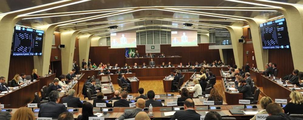 La Regione riapre la questione autonomia  Il Consiglio all'unanimità vota sì