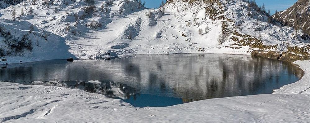 Pioggia e freddo, neve sulle Orobie Il video dei fiocchi in montagna