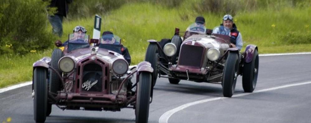 Sabato la Mille Miglia passa da Bergamo Fascino intramontabile e auto da sogno