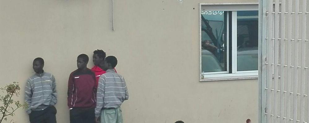 Migranti: Ue, Italia aumenti capacità centri detenzione
