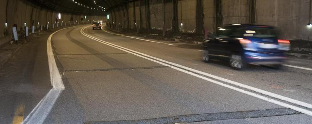 Statale 42, lavori agli impianti tecnologici Chiuse al traffico le gallerie per una notte