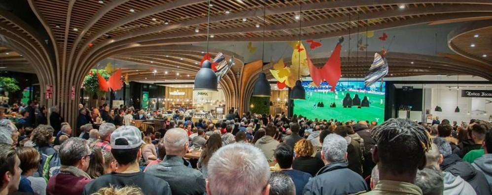 Cagliari-Atalanta sul maxi-schermo A Oriocenter per festeggiare l'Europa