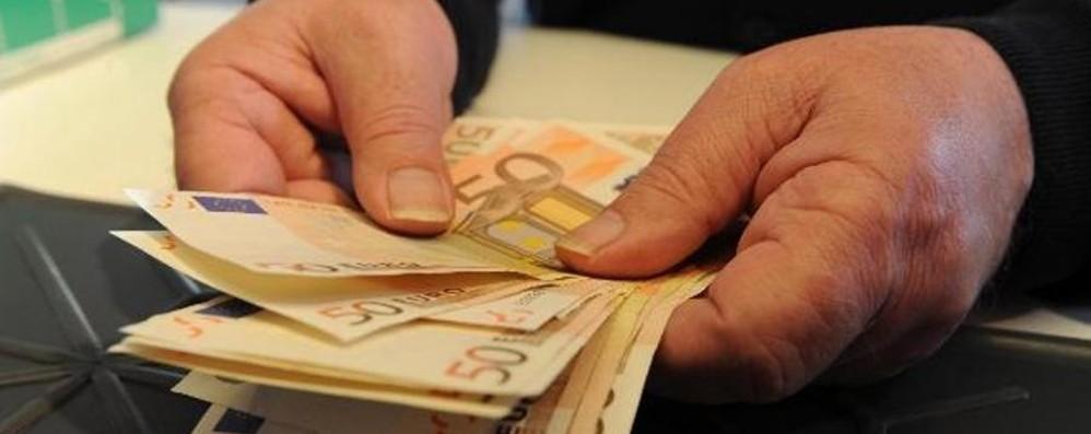 «Scusi, mi cambierebbe 50 euro?» Alzano, truffa la farmacia e scappa