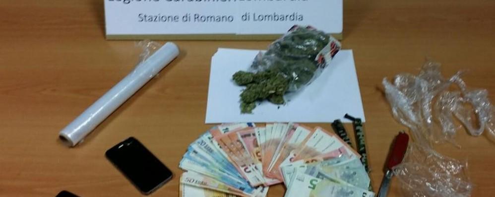 Dai soldi falsi alla droga... nella lavatrice Romano, arrestato pregiudicato 22enne