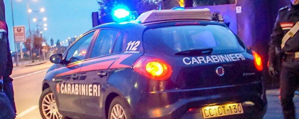 Dalmine, auto ariete contro una vetrina Razzia di computer all'Euronics