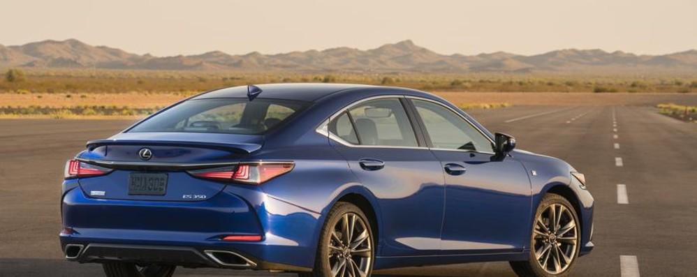 Lexus presenta la berlina ES L'ibrido dalla stile esclusivo
