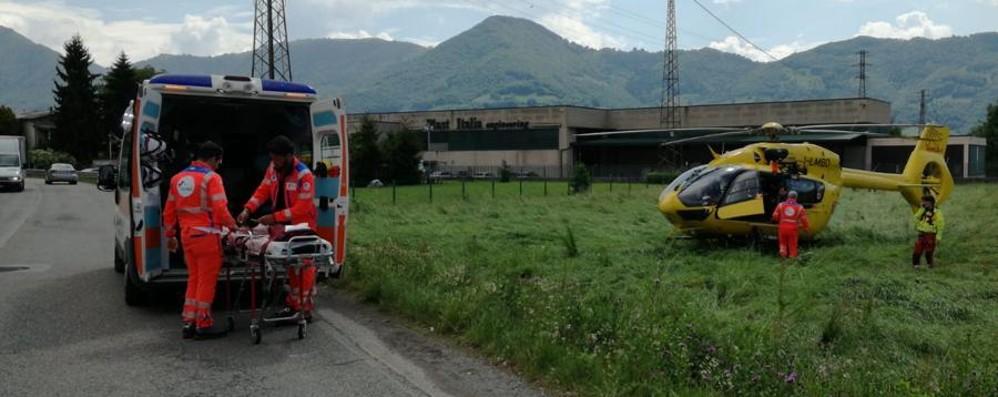 Grave infortunio sul lavoro a Casnigo Operaio di 45 anni perde tre dita