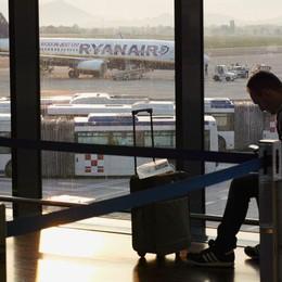 Ryanair cambia (ancora) idea sui bagagli? «Troppe valigie gratis in stiva»