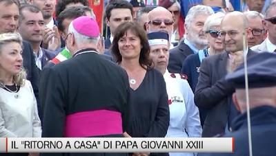 Le autorità accolgono Papa Giovanni