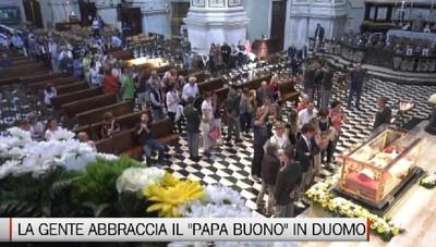 Folla di gente in Duomo per Papa Giovanni XXIII