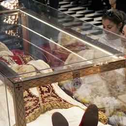 """L'esperto: «La mano """"soffrì"""" già nel 2000 Necessario un telo sull'urna del Papa»"""