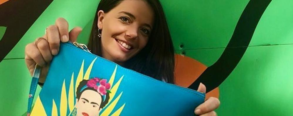 Grafica e viaggi, sogni e passioni  Michela li mette nelle sue borse