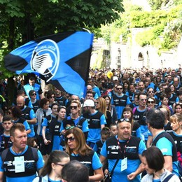 Camminata nerazzurra, 13 mila iscritti Magliette a ruba per la festa di domenica