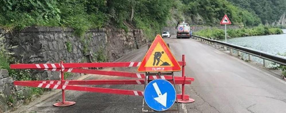Riva di Solto, riaperta la strada Avanti coi lavori fino l'8 giugno