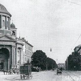 Carri e cavalli in centro città Viaggio nel tempo lungo il viale